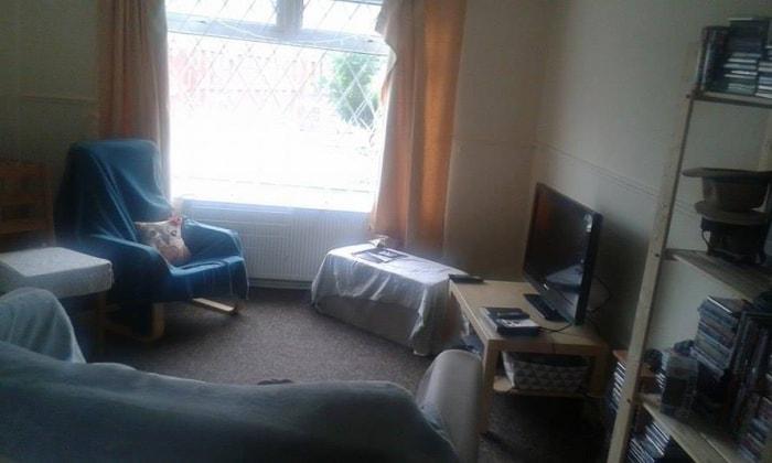 Sophie in Leeds back image