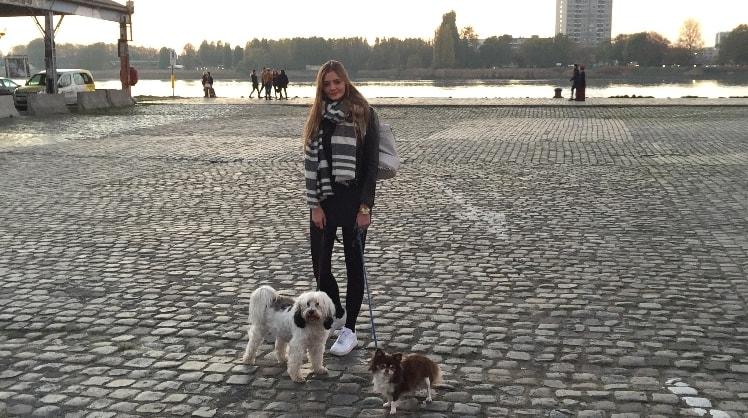 Jana in Antwerpen back image