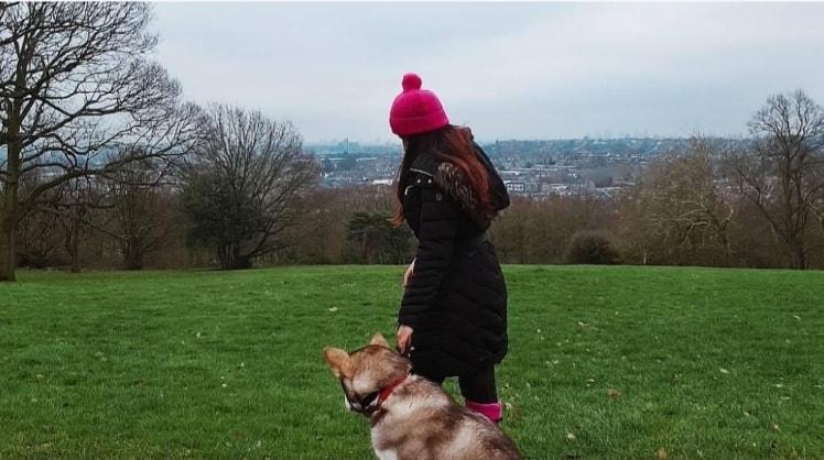 Sophia in London back image